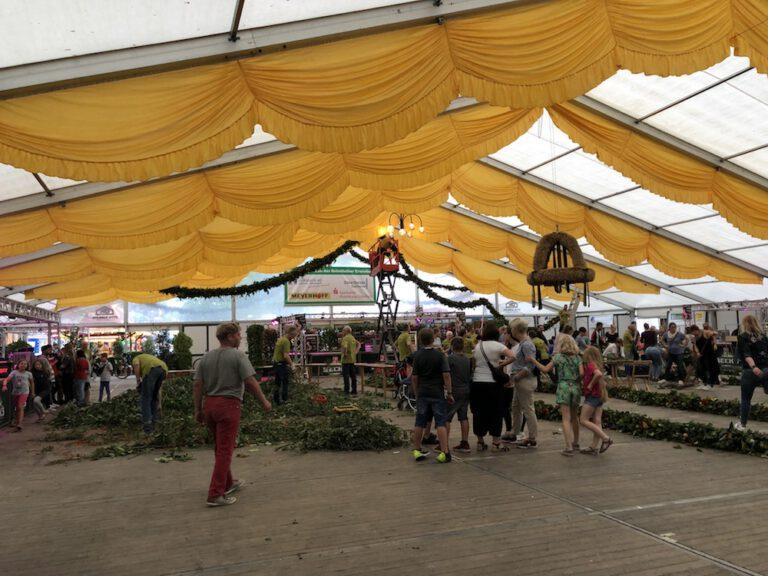 Bild vom Osterholzer-Erntefest: Kranzbinden am Freitag